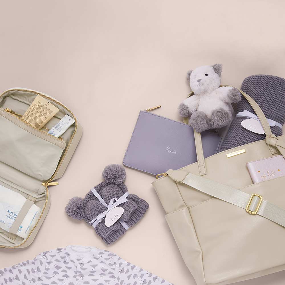 What to keep in your baby changing bag