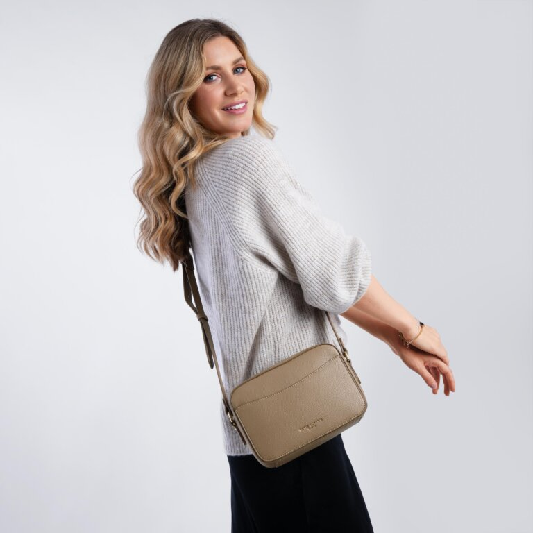 Cara Crossbody Bag in Taupe