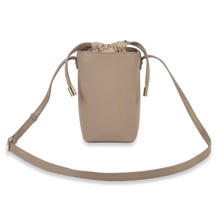 Cece Drawstring Crossbody Bag In Taupe